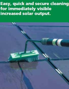 HiFlo Solar Panel Washing Pole Close-Up of Cleaning